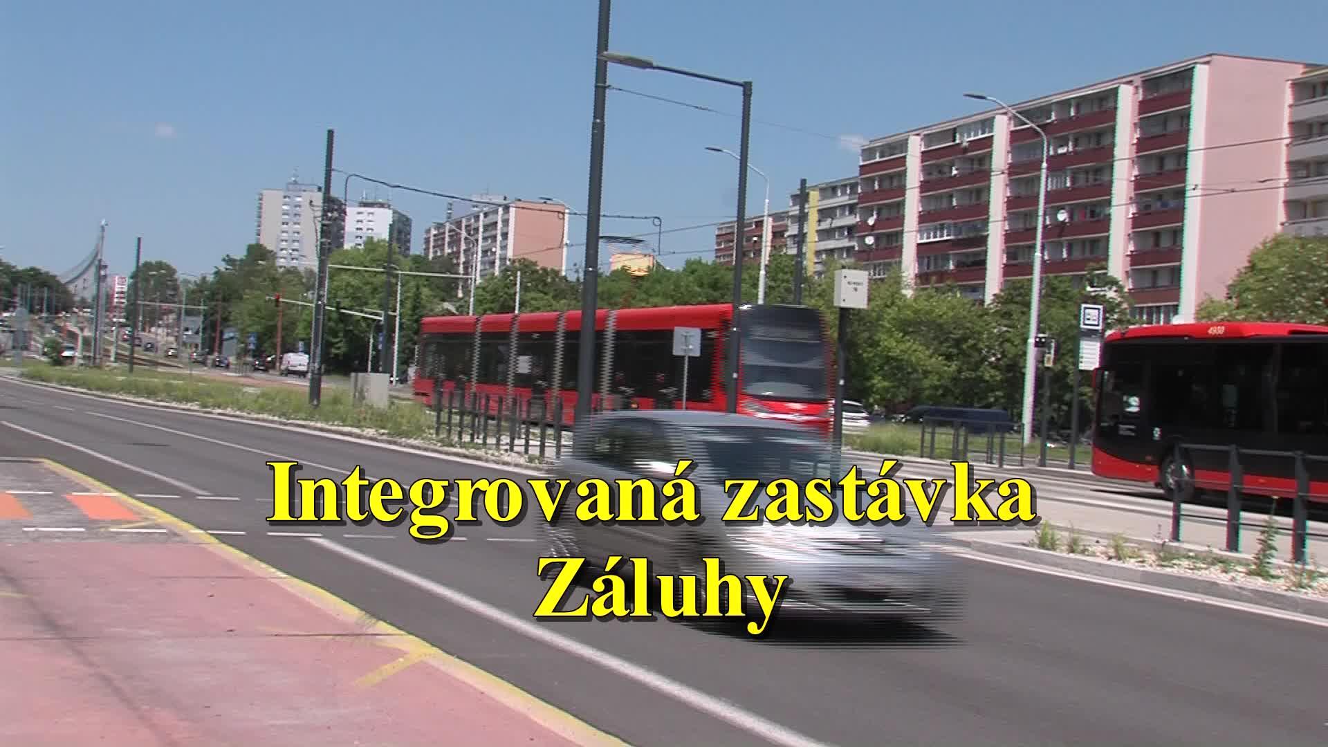 """ZDRUŽENÁ ZASTÁVKA ZÁLUHY🚡🚋🚕 Značka priechod pre chodcov, zvyšok niekdajšej """"zebry"""" na vozovke, staré prístrešky pri nevyužívanej…"""