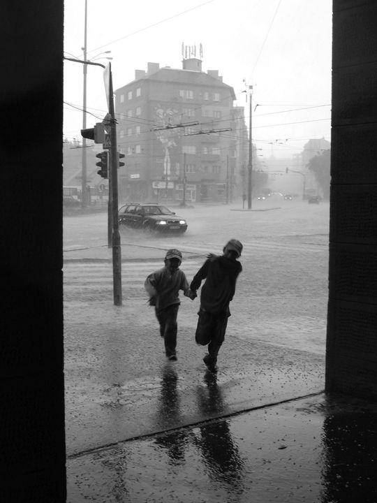 """DÁŽĎ 📸 Irina Adamová 🥇1. miesto, súťaž """"Nové Mesto na vašich fotkách"""""""