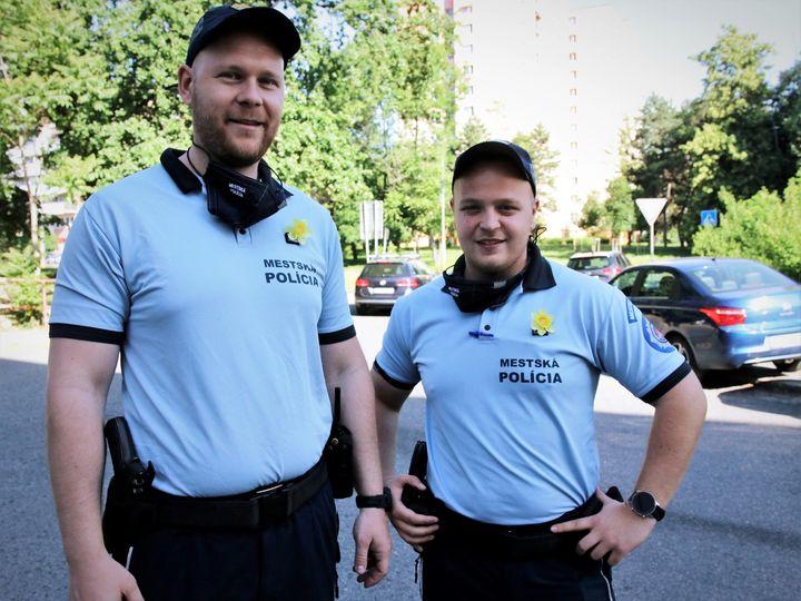 Buďte ako naši petržalskí policajti Paťo a Mišo! Podporte zbierku LIGA PROTI RAKOVINE (LPR). Tohtoročný Deň narcisov 🌼 je totiž …