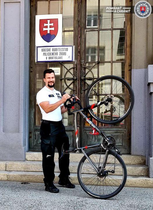 AJ BRATISLAVSKÍ POLICAJTI CHODILI DO PRÁCE NA BICYKLI 🚲➡️🏢  ✅Do celoslovenskej kampane DO PRÁCE NA BICYKLI, ktorá prebiehala poč…