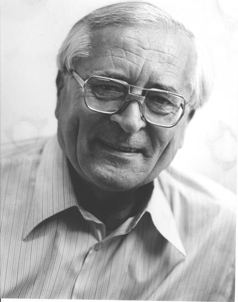 V roku 1945 ukončil Juraj Martvoň štúdium farmácie. Potom študoval na Štátnom konzervatóriu v Bratislave, ktoré pod vedením prof…