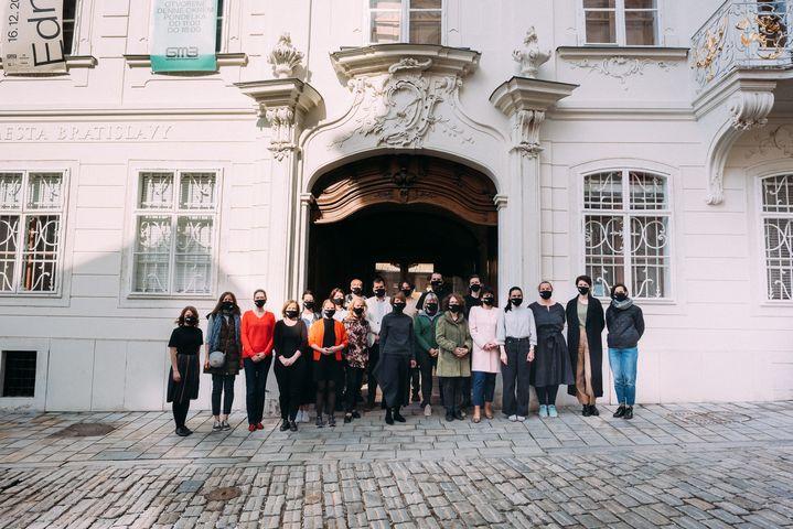 Milí priatelia, pandemická situácia sa zhoršuje aj v Bratislave, na vašu ale aj našu ochranu Galéria mesta Bratislavy pristúpila…