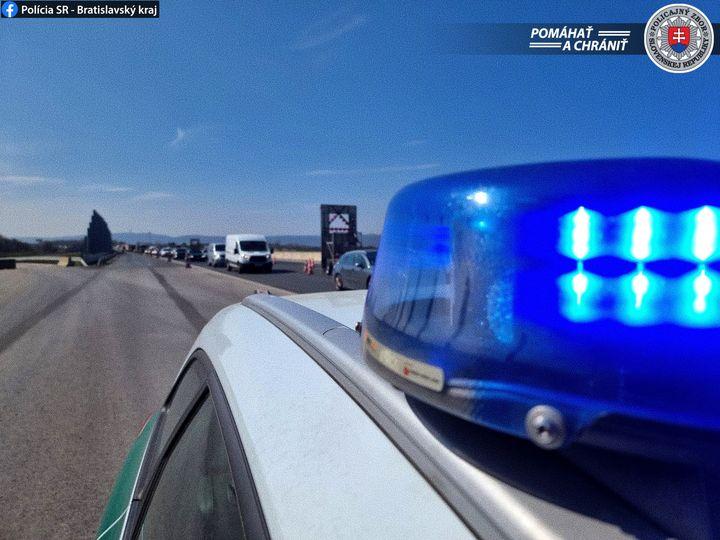 FOTKA NA VEČER📸  👉Dohľad nad bezpečnosťou a plynulosťou cestnej premávky na diaľnici D1 v smere z Bratislavy.