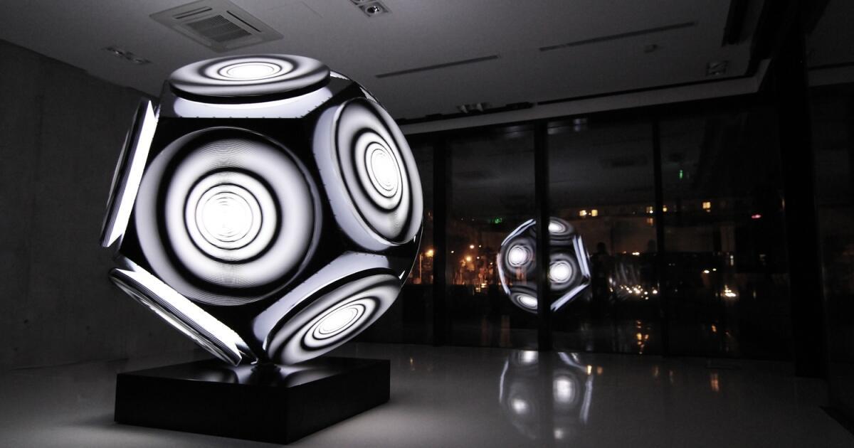 INCHEBA ožila umením AŠOTA HAASA – výstava RESONANCE OF LIGHT je súčasťou BIELEJ NOCI