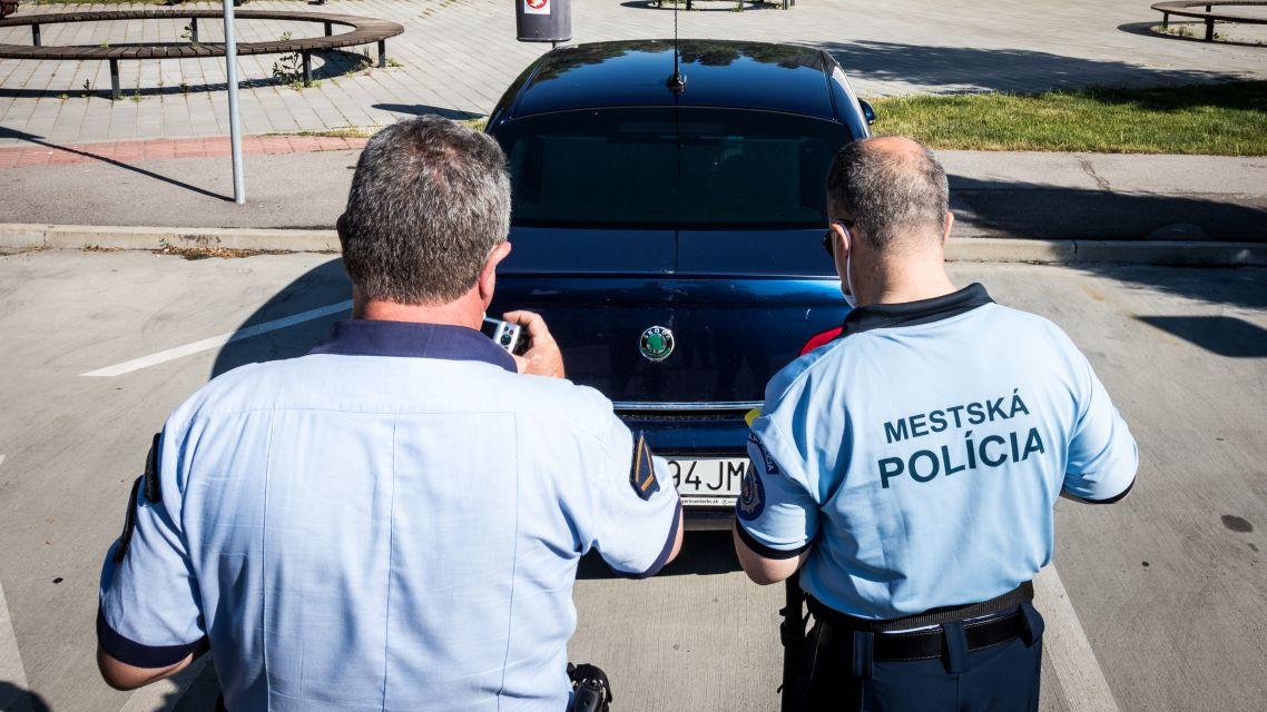 Vyhnite sa papučiam aj odťahom. Prezradíme vám najkritickejšie miesta v Bratislave – Mestská polícia Bratislava